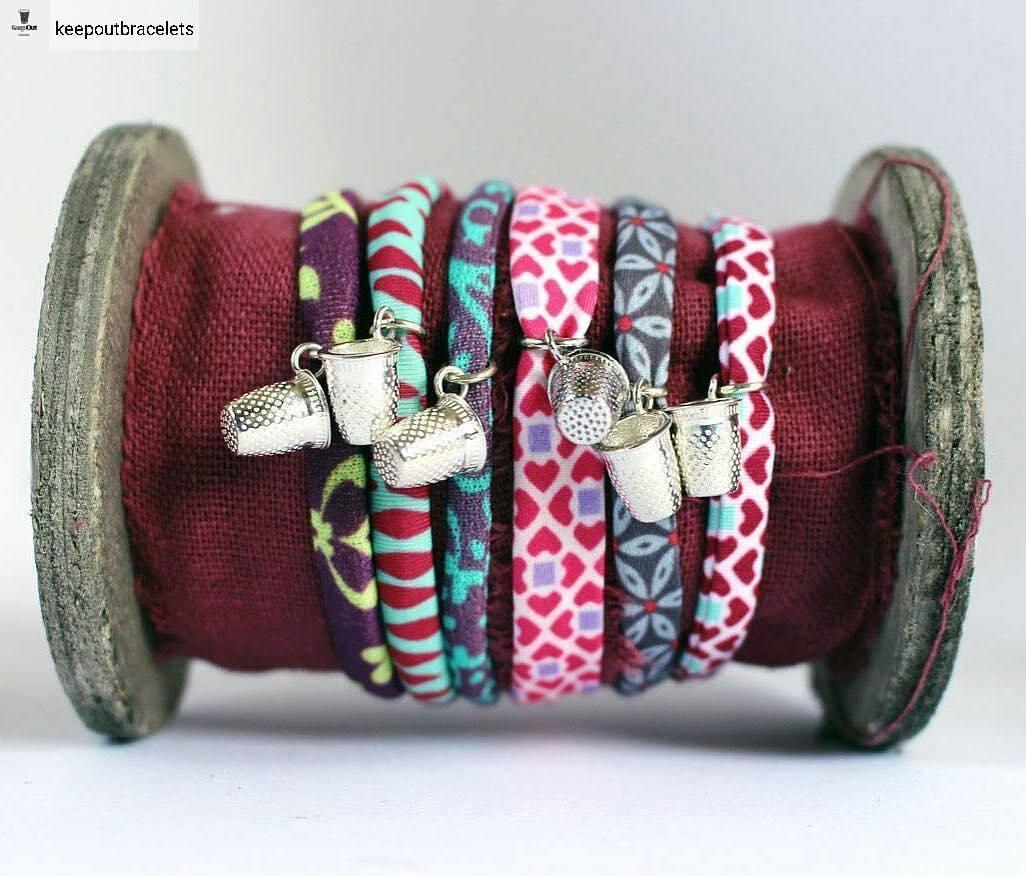 Il braccialetto con il charms fatto a forma di ditale ti protegge dalla sfortuna, secondo la tradizione dellìAmerica latina